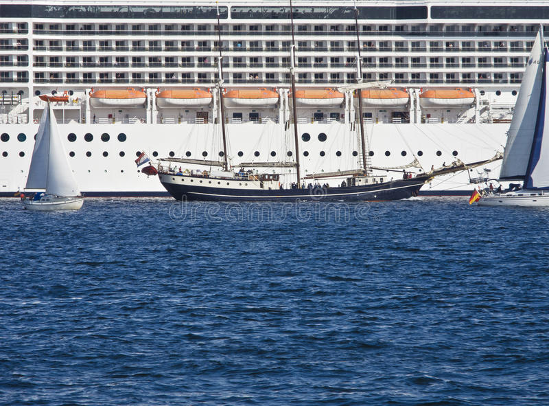 Maritim encounter royaltyfria bilder