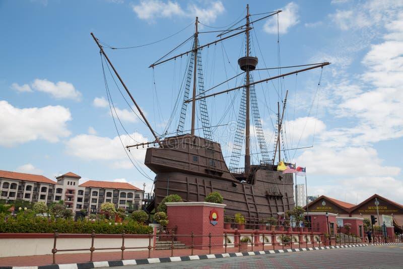 Maritimt museum i form av ett seglingskepp arkivbilder