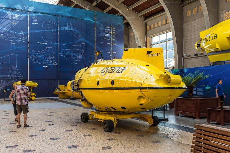 Maritimt museum La Citera De La Mer, korridoren med berömd bathysca royaltyfri foto