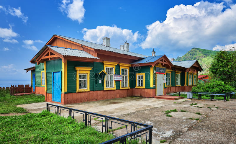 MARITUI ΠΕΡΙΟΧΗ του ΙΡΚΟΥΤΣΚ, ΡΩΣΙΑΣ - 29.2016 Ιουλίου: Χτίζοντας σιδηρόδρομος circum-Baikal σταθμών Maritui στοκ εικόνες με δικαίωμα ελεύθερης χρήσης