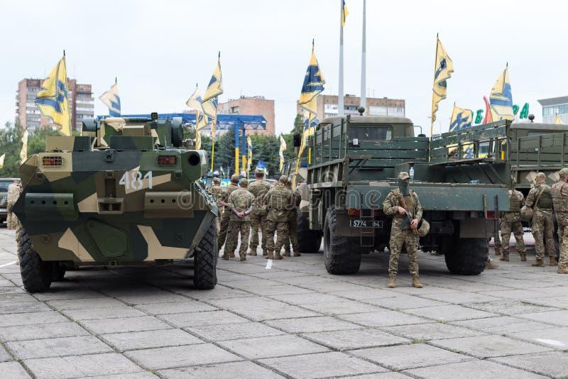 Mariupol, Ukraine le 12 juin 2016 le défilé consacré au deuxième anniversaire de la libération de la ville de Mariupol photographie stock
