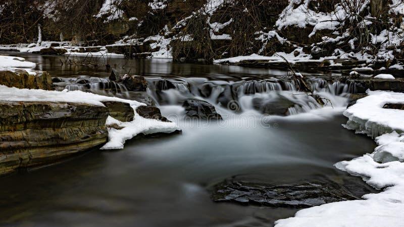 Mark Creek Marysville Falls vicino a Kimberley British Columbia Canada nell'inverno immagini stock libere da diritti