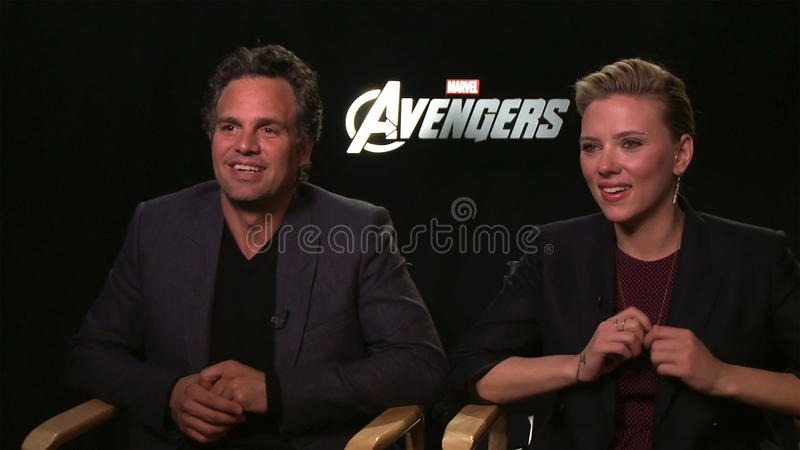 Mark Ruffalo & Scarlett Johansson royaltyfri fotografi