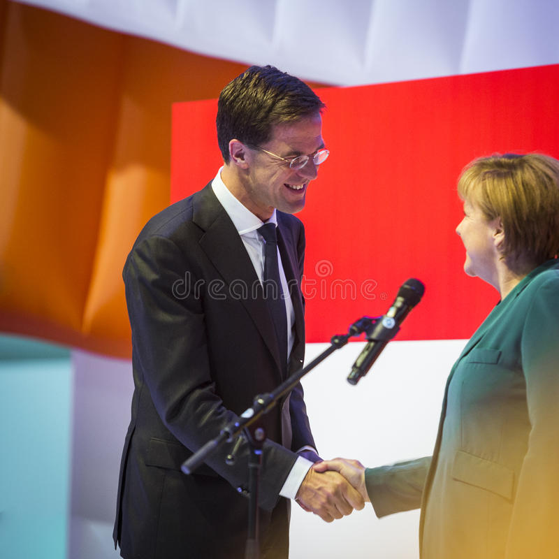 Mark Rutte et Angela Merkel ouvrant Hannovre Messe photo stock