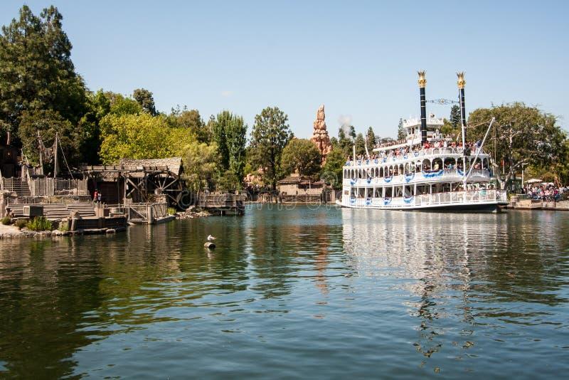 Mark Twain Riverboat em Disneylândia, Califórnia imagens de stock