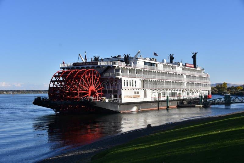 Mark Twain Sails Again: American Express-Fluss-Boot bei Howard Amon Park lizenzfreie stockfotos