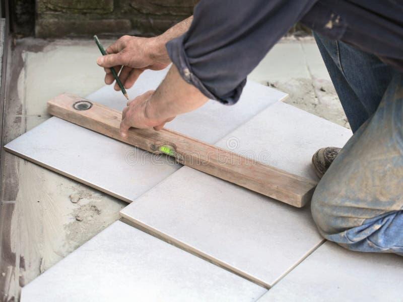 Markera en golvtegelplatta för att klippa arkivbild