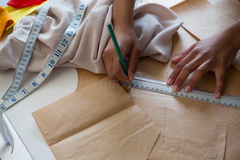 Markering för modeformgivare på brunt papper arkivbild