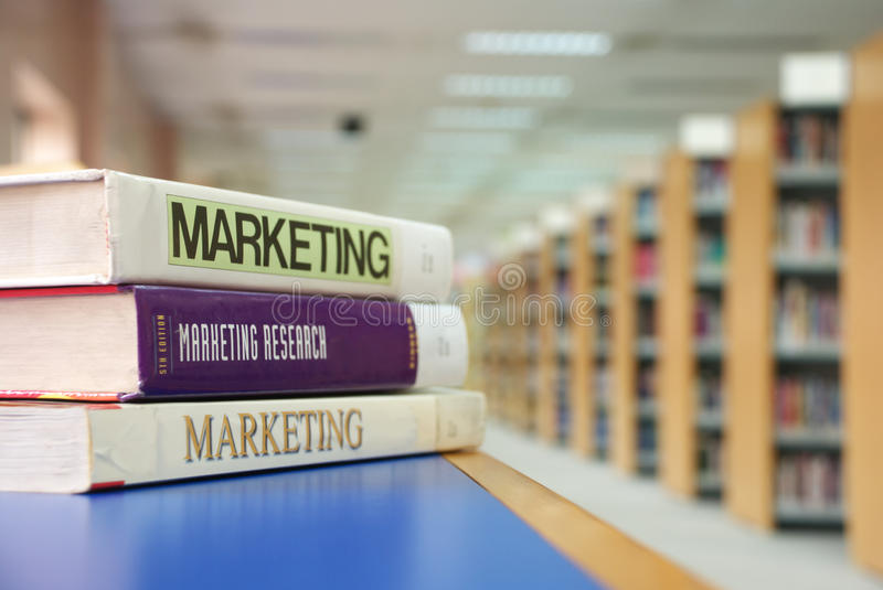 Marketing-Bücher lizenzfreie stockbilder