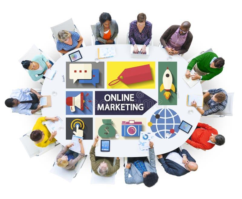 Marketing en ligne stigmatisant la télécommunication mondiale analysant le concept image stock