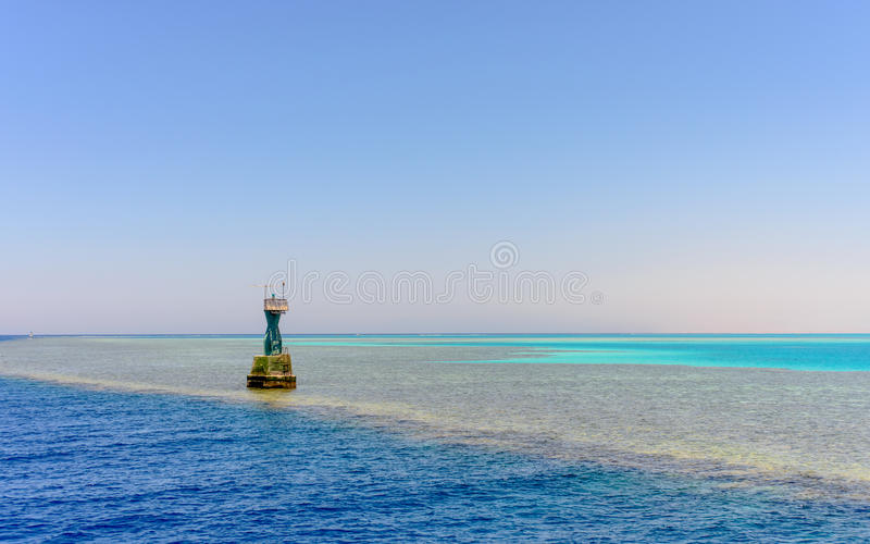 Markierung am Rand von einer mittleren Ozeansandbank stockfotos