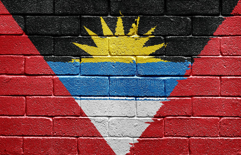 Markierungsfahne von Antigua und von Barbuda auf Backsteinmauer lizenzfreie stockfotografie