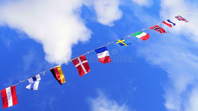Markierungsfahnen, vereinigte Farben der Welt stockfoto