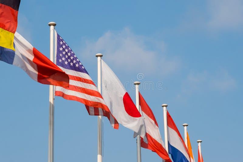 Markierungsfahnen vieler Nationen lizenzfreie stockfotos