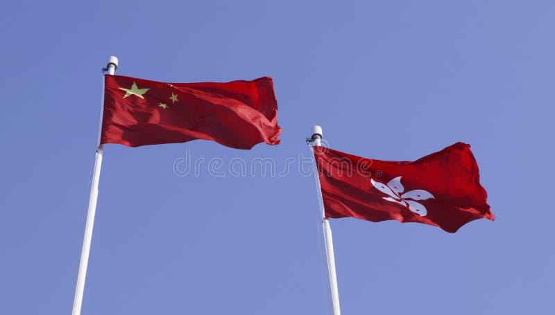 Markierungsfahnen von China und von Hong Kong lizenzfreie stockfotos