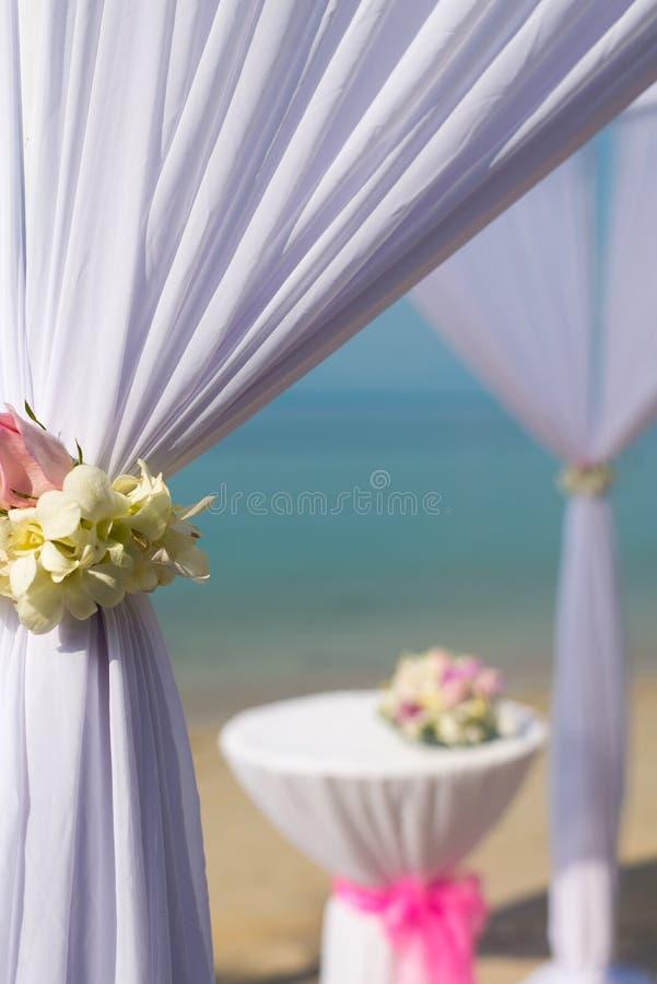 Markis för strandbröllop arkivbilder