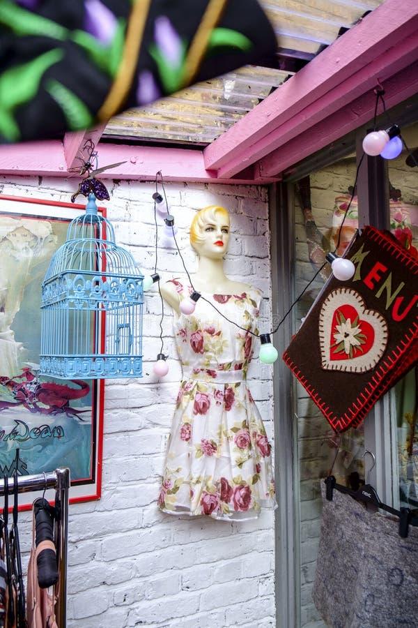 Marknad av den Portobello vägen i Notting Hill, London, Förenade kungariket, Europa royaltyfri fotografi
