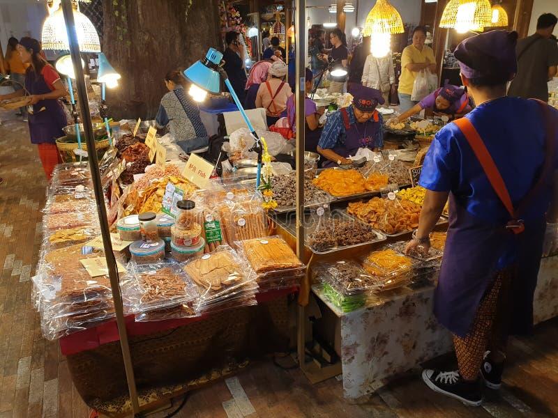 Marknad Bangkok, Thailand för vatten för symbolsSiam galleria inomhus arkivbild