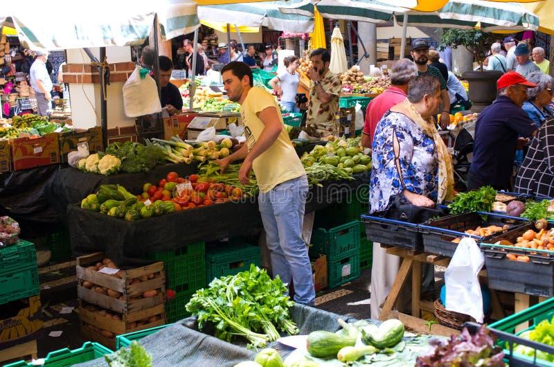 Marknad för Mercado DOS Lavradores i Funchal, madeira royaltyfri foto