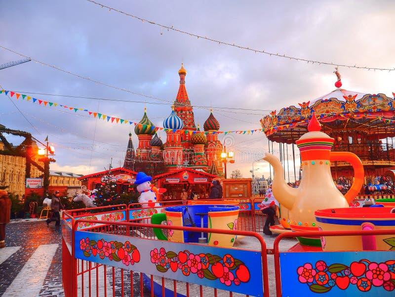 Marknad för nytt år i Moskva på den röda fyrkanten - Januari 02 2015 arkivfoto