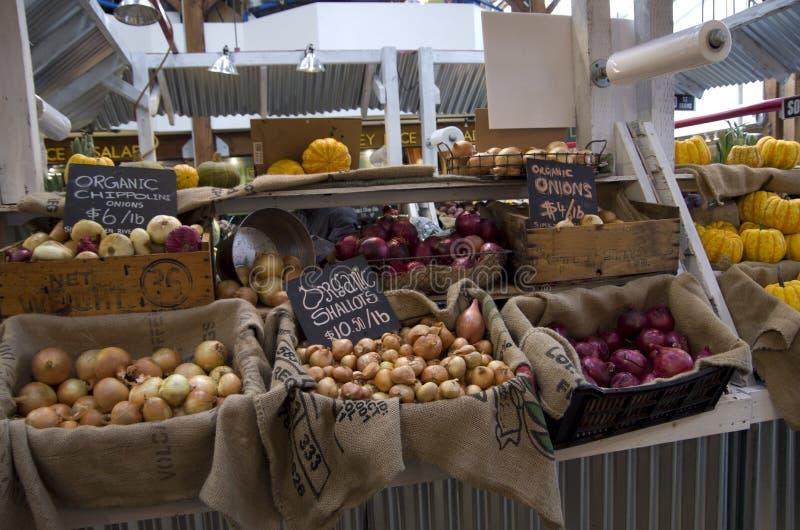 Marknad för organisk mat offentligt i Granville Island royaltyfri foto