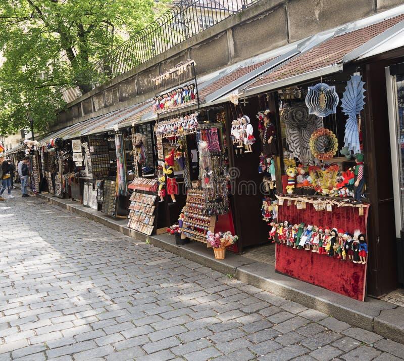 Marknad i Josefoven eller judiskt omr?de i Prague i Tjeckien arkivfoto