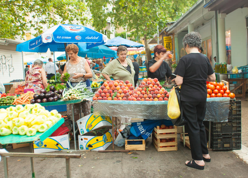 Marknad i Split arkivfoto