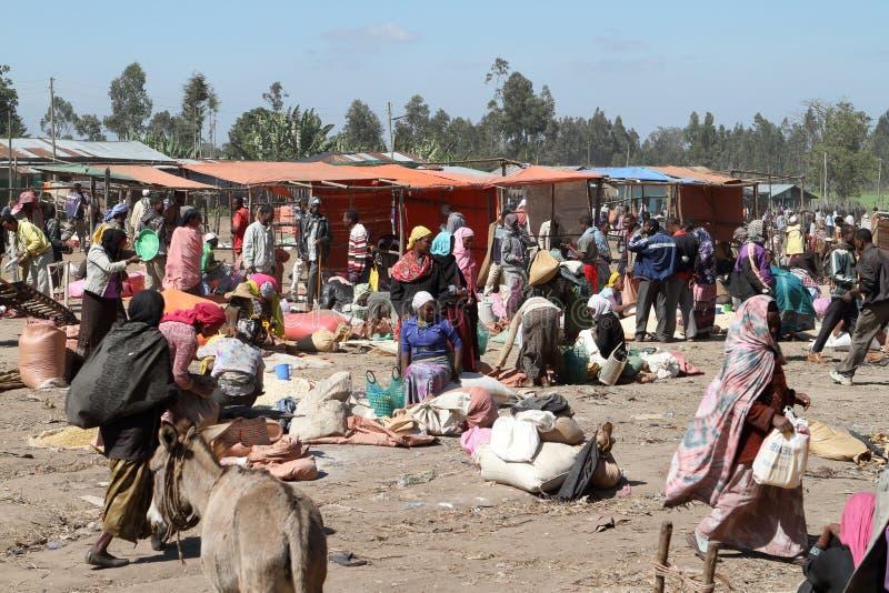 Marknadsdag på Awassa i Etiopien royaltyfri fotografi