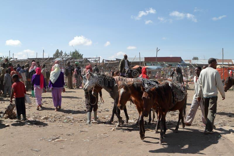 Marknadsdag på Awassa i Etiopien arkivfoto