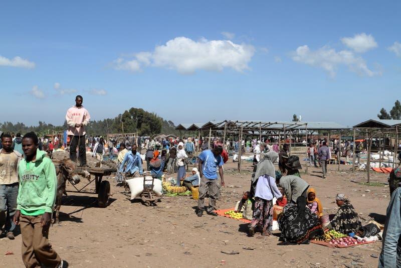 Marknadsdag på Awassa i Etiopien arkivbilder