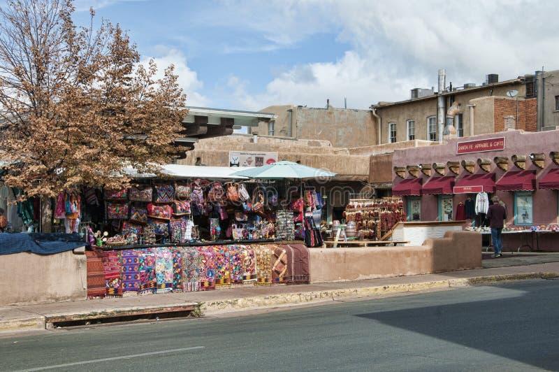 Marknadsföra i den idérika staden av Santa Fe New Mexico USA royaltyfri bild