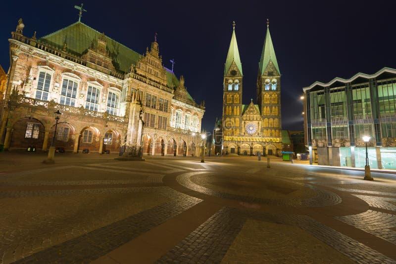 Marknadsfyrkant i Bremen på natten royaltyfri fotografi