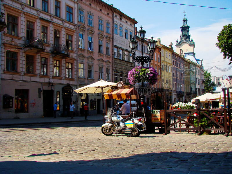 Marknadsfyrkant Plosha Rynok i Lviv arkivbilder