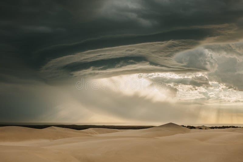 Markotny pustynny niebo w wieczór zdjęcia royalty free