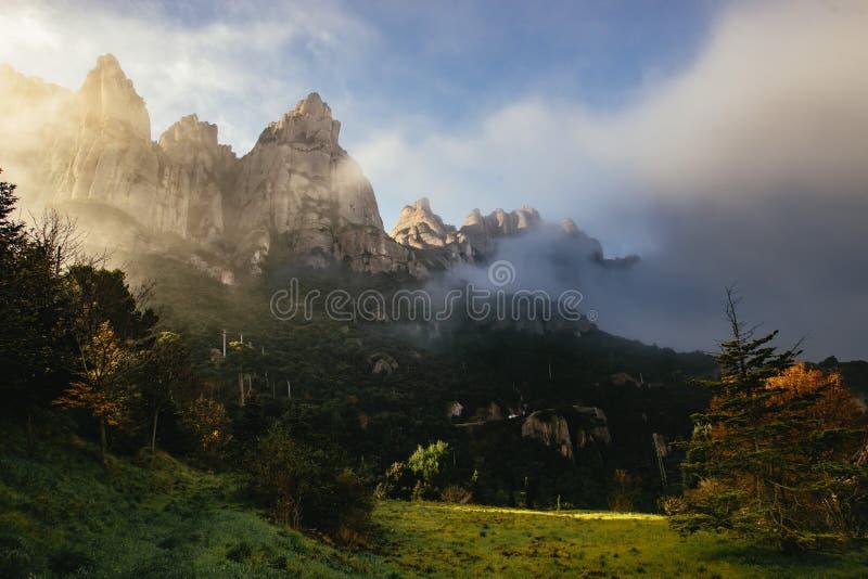 Markotny sceniczny krajobraz w Monestir de Montserrat zdjęcie stock