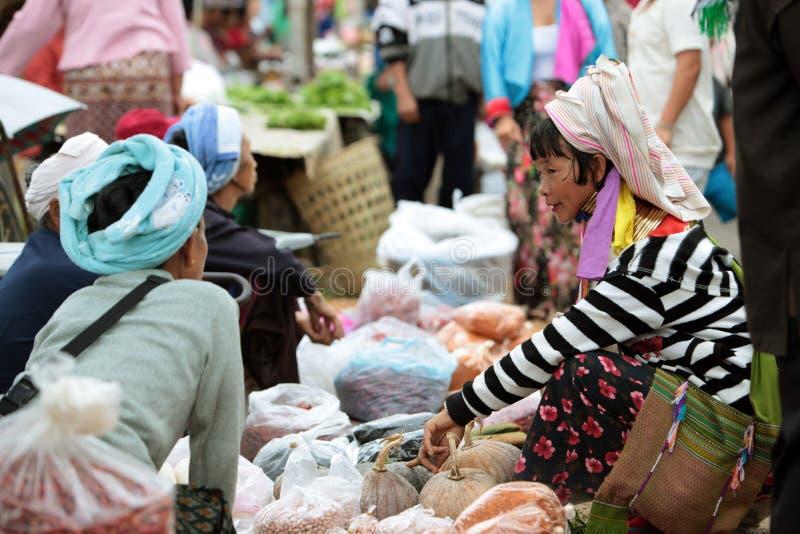 MARKT ASIENS THAILAND CHIANG MAI CHIANG DAO stockfoto