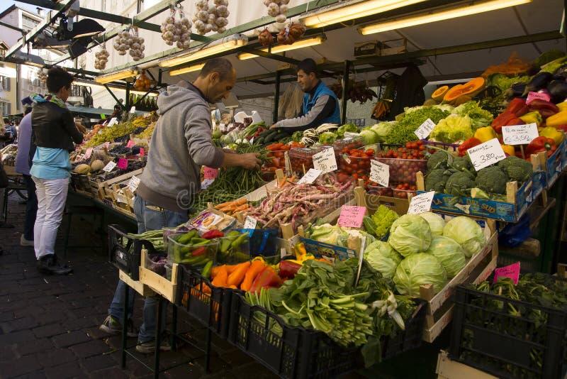 Markt in Bozen, Italien stockfotos