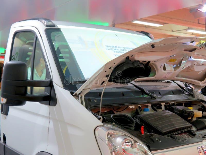 Markt in Corferias De zaal van het autotentoongestelde voorwerp ook als `-Salon del automovil ` wordt bekend waar de bezoekers di royalty-vrije stock afbeeldingen