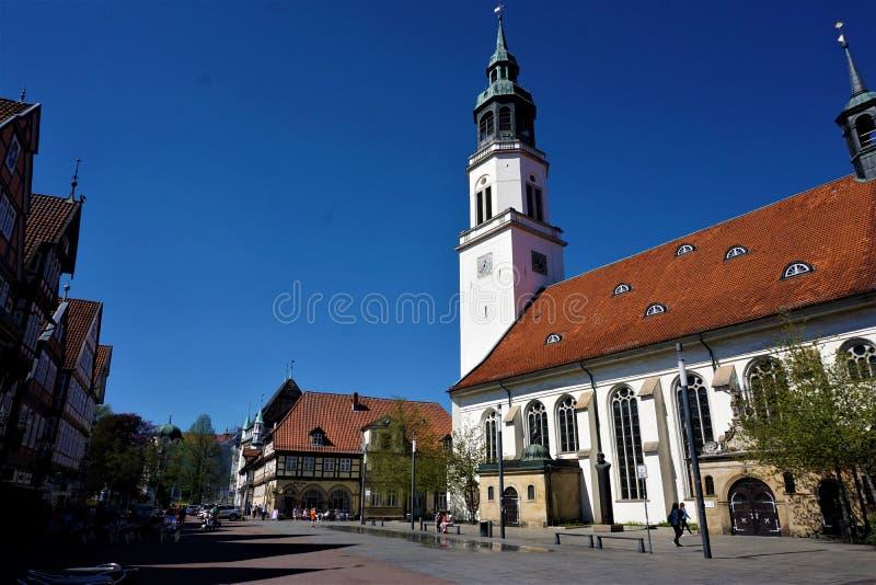 Markt in de stad van Celle met kerk en vierkant stock fotografie