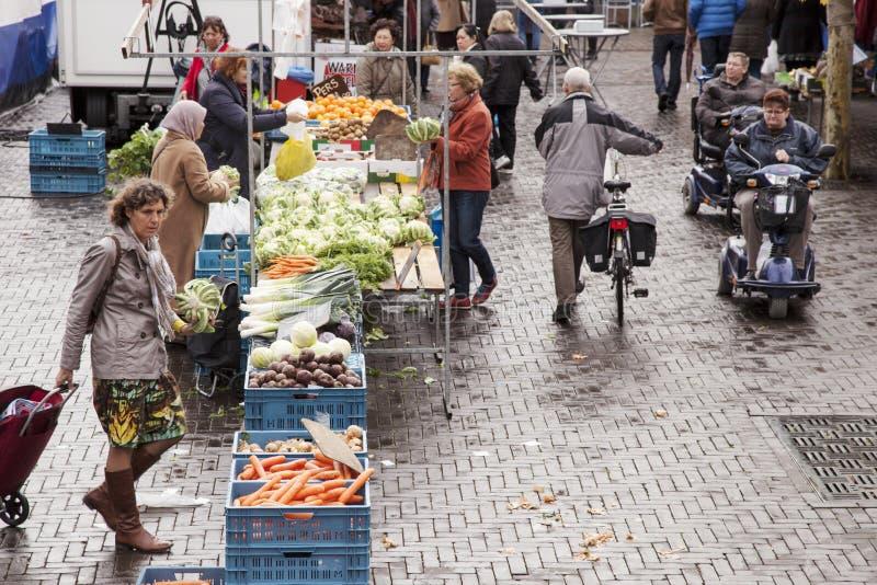 Markt in der niederländischen Stadt von Veenendaal stockbild