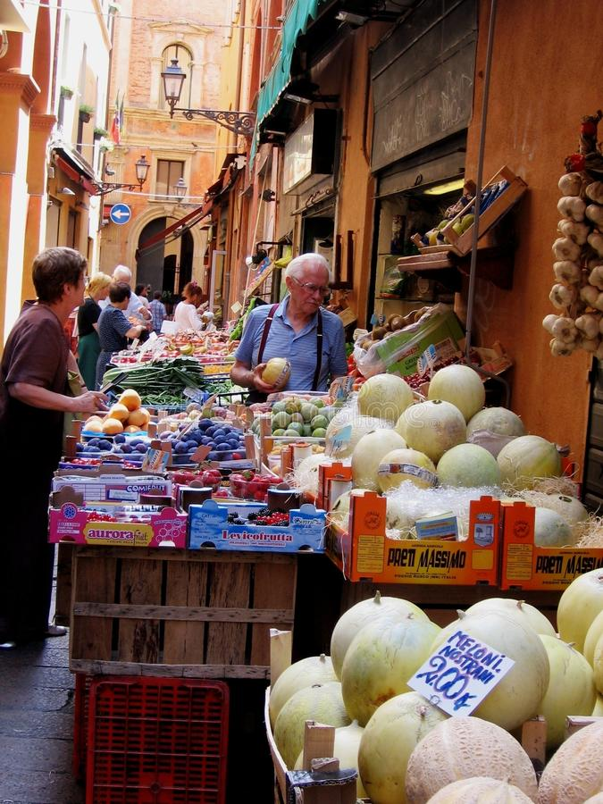 Markt im Bologna stockfotos
