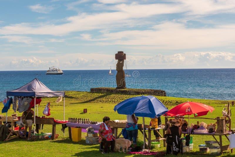 Markt im Schatten des Moai stockfoto