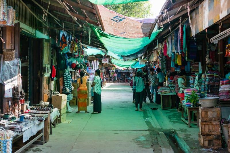 Markt Mani-Sithu in Nyaung-U, Myanmar (Birma) stock foto's