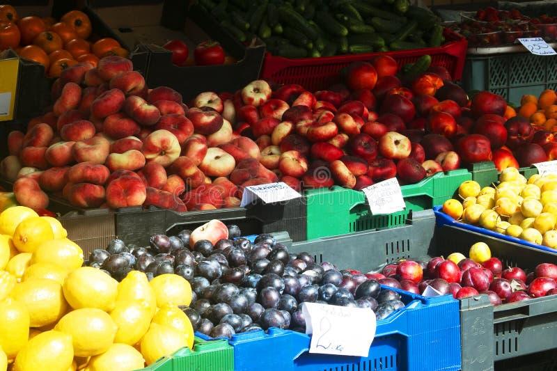 Markt met fruit en groenten stock afbeelding