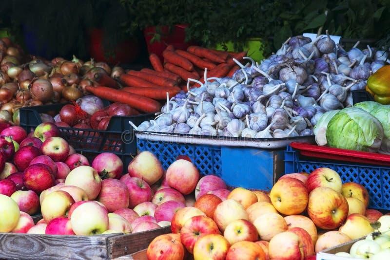 Markt mit Obst und Gemüse lettland lizenzfreies stockfoto