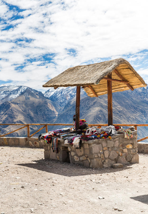 Markt, Venters, Colca-Canion, Peru, Zuid-Amerika. Kleurrijke deken, sjaal, doek, poncho's van   wol van alpaca, lama royalty-vrije stock afbeelding