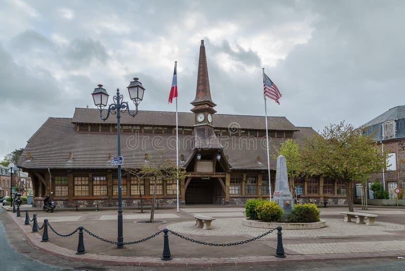 Markthalle in Etretat, Frankreich lizenzfreie stockfotografie