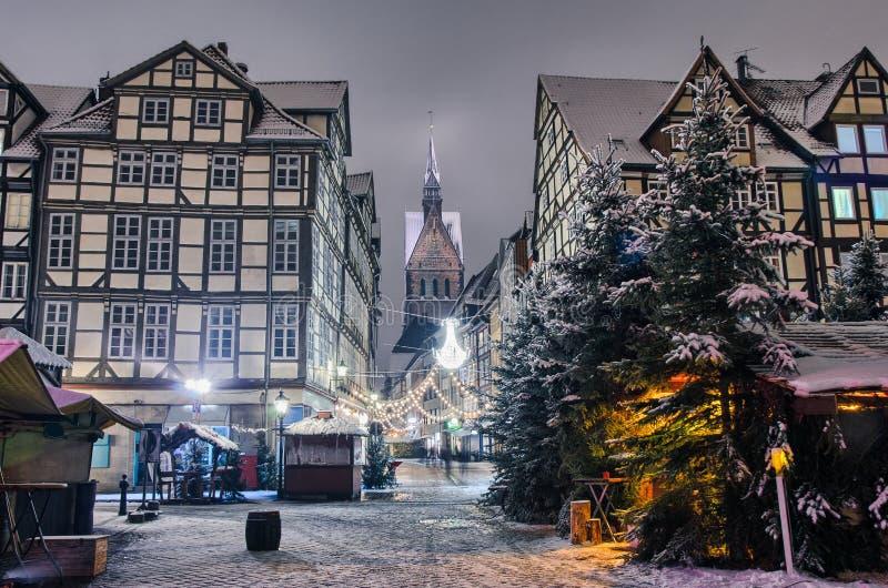 Marktkirche en oude stad van Hanover, Duitsland in de winter stock fotografie