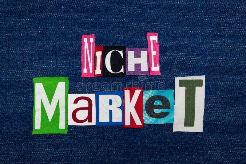 MARKTNISCHE-Text-Wortcollage, multi farbiges Gewebe auf blauem Denim, in hohem Grade fokussiertes Marktkonzept lizenzfreies stockfoto