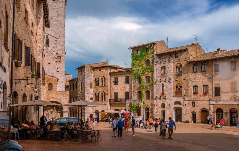 Marktplatz della Lymphraum in San Gimignano stockbild